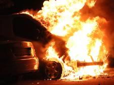 Autobrand in bestelbusje in Veenendaal, twee andere auto's ook beschadigd