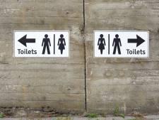 Recouvrir la planche des toilettes avec du papier, une mauvaise idée