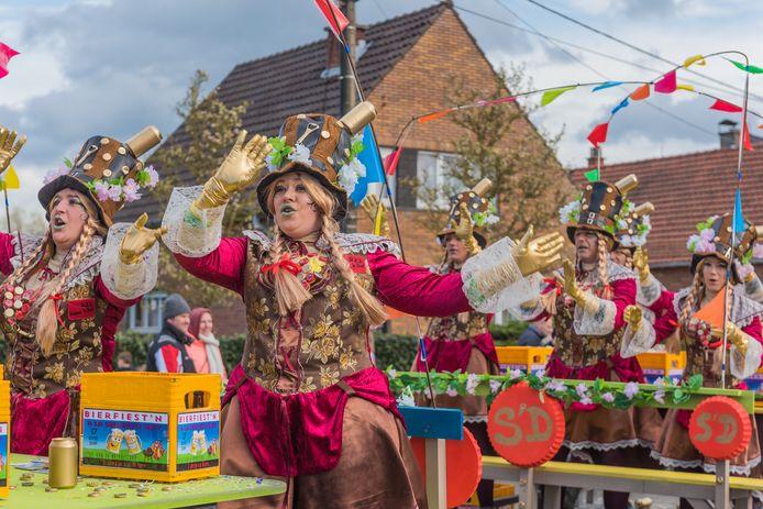 De carnavalsgroepen blijven dit jaar in hun kot, maar worden wel in de kijker gezet bij Radio Andries.