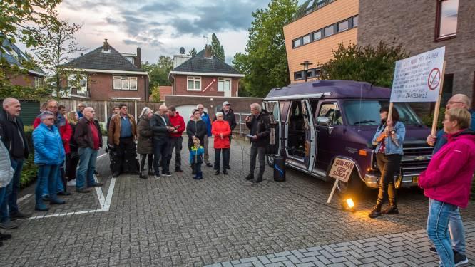 Bewoners op barricaden tegen sloop woningen Zwarteland in Haaksbergen