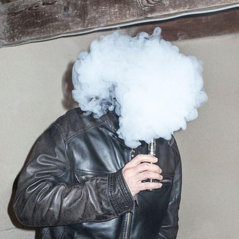null Beeld Smoking dude, 2017 © Robin Lopvet