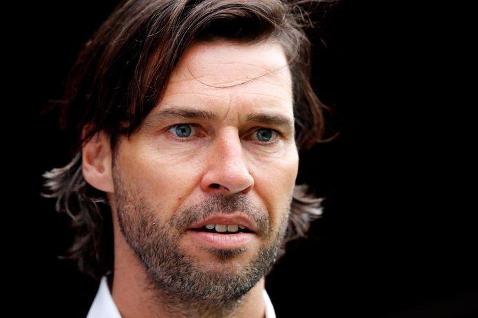 Het zijn drukke weken voor PSV's technisch manager John de Jong.