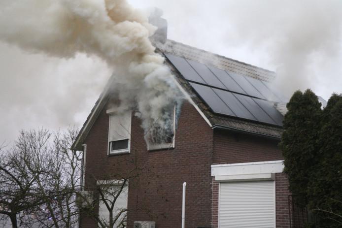 Brand in een woning aan de Roodwilligenstraat in Duiven.