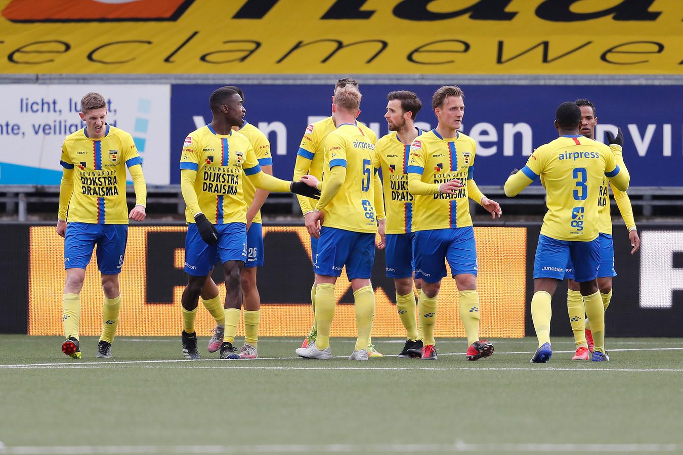 Cambuur viert de 1-1 van Jarchinio Antonia.