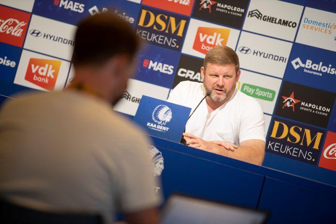 Hein Vanhaezebrouck op de persconferentie vrijdagmiddag.