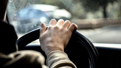 Dronken bestuurder (22) zonder rijbewijs crasht op Meirbrug