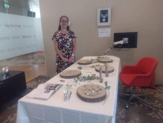 Chantal Smits met haar sieradencollectie.
