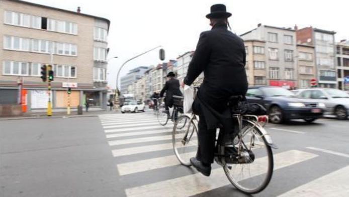 Verschillende verdachten zijn bestuurder in synagoges die de strenge naleving van de joodse godsdienst bevorderen.