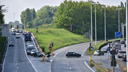 Fikse ochtendfiles rond Kortrijk na kettingbotsing op R8