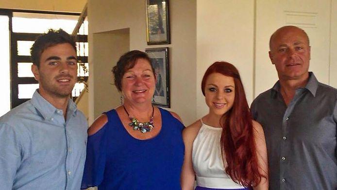 James en Vanessa Rizk met hun ouders Albert en Maree. Albert en Maree kwamen om bij de crash van de MH17.