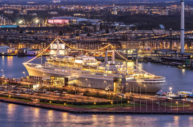 Het ss Rotterdam hengelt naar de nieuwe talkshow van Fidan Ekiz en Renze Klamer.