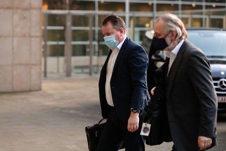 De Britse onderhandelaar David Frost (l.) vanmorgen bij aankomst aan het Berlaymont-gebouw in Brussel. Beeld EPA