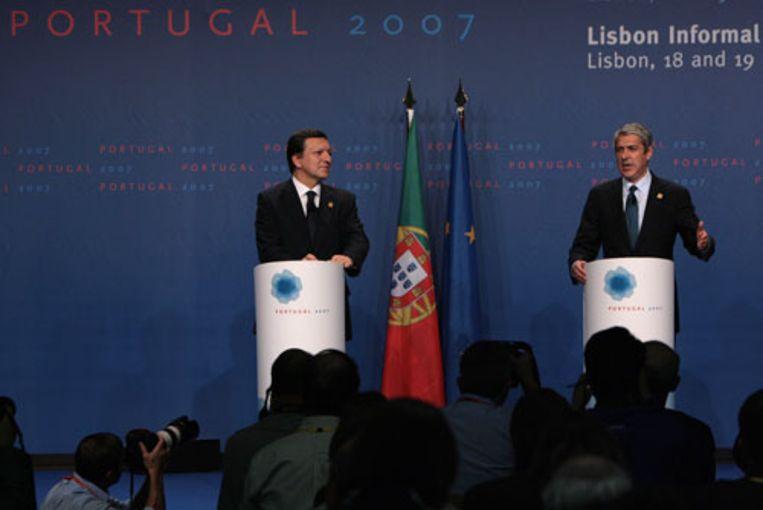 De voorzitter van de Europese Commissie José Manuel Barroso geeft vrijdag samen met de Portugese premier José Socrates een persconferentie in Lissabon waarin bekend wordt gemaakt dat de EU-landen het eens zijn geworden over een nieuw verdrag. (AFP) Beeld null