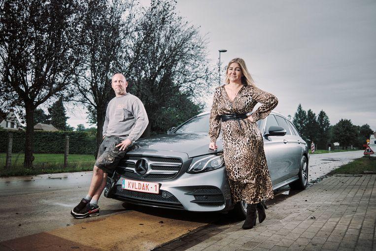 Mady Willems: 'Die plaat is een echte blikvanger, en voordeliger dan het logo van de zaak op je wagen laten zetten.' Beeld Thomas Sweertvaegher
