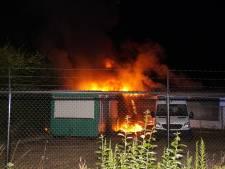 Bouwkeet en stacaravan in brand in Drunen