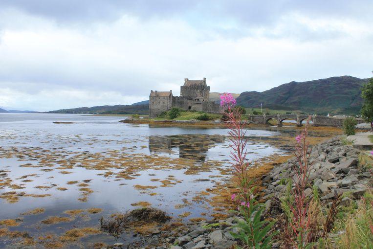 Eilean Donan Castle, op een klein getijdeneiland in de westelijke hooglanden van Schotland. Beeld Stijn De Wandeleer