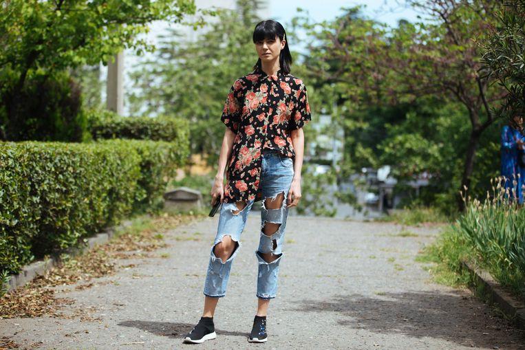 Model Likuna Metreveli draagt meer gat dan spijkerbroek. Beeld Getty Images