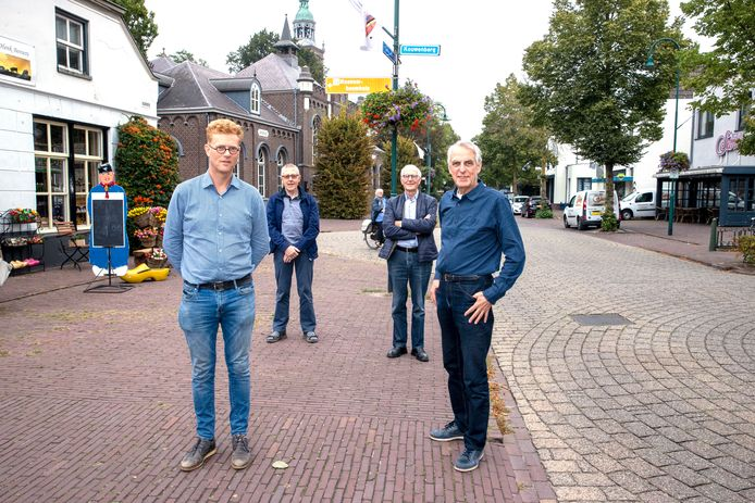 Werkgroep Verkeer van Dorpsplatform Aarle-Rixtel, van links naar rechts: Tom van den Heuvel, Rini Daniëls, Pieter Verschuuren en Tom van der Lugt.
