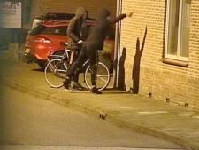 Jongens besmeuren woning met verf; politie hoopt daders te pakken door filmpje openbaar te maken