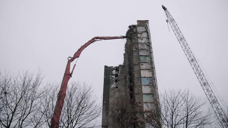 Een van de Rabot-torens in afbraak. Beeld RV