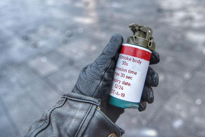 Een van de rookbommen.