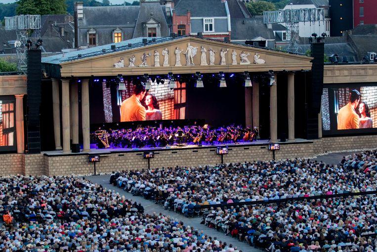 'West Side Story' op het Vrijthof in Maastricht, uitgevoerd door Philharmonie Zuidnederland (Foto Focus22).  Beeld RV