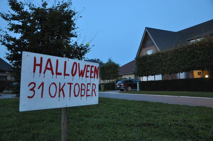 De Godelieve Joliestraat is in de Halloweenstemming, maar enkele verdachte jongeren wekten onrust op.