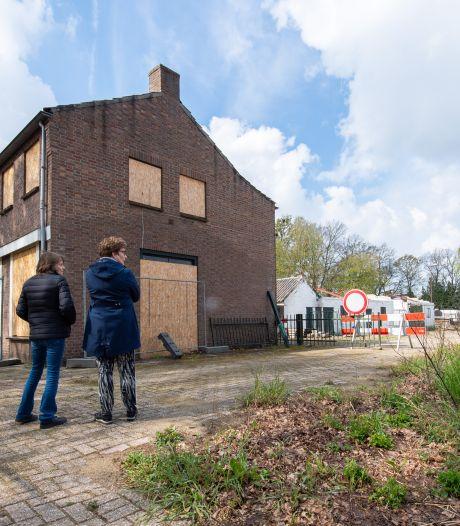 Tranen om zwaar verpauperd Zaal Roovers, een jaar na de brand: 'Het is puur voor schandaal'
