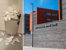 Les toilettes de l'Hôpital Civil Marie Curie sont parfois dans un sale état: urine, papiers au sol...
