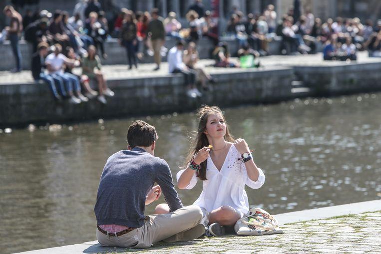 Stralende zon in Gent, genieten aan de Graslei