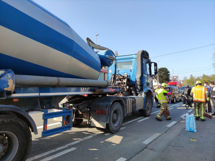 De vrachtwagenchauffeur werd in kritieke toestand afgevoerd