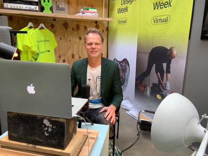 Martijn Paulen, DDW-directeur in zijn tuinhuisje annex tv-studio tijdens de designweek in 2020.