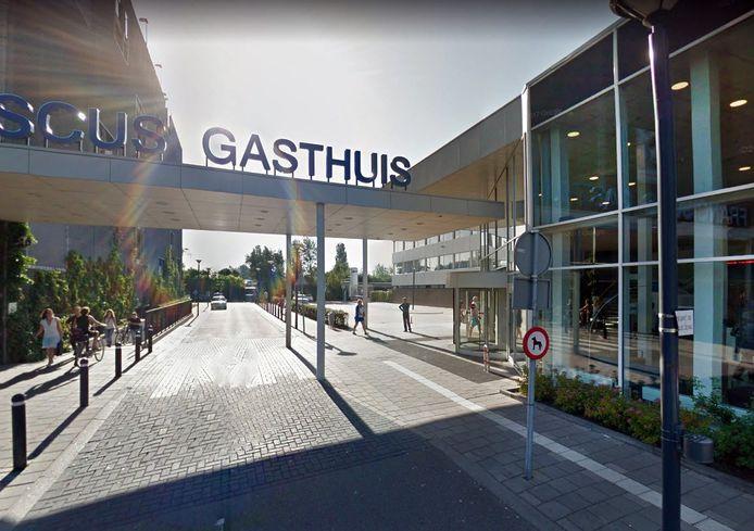Zowel in Rotterdam als in Schiedam komt een tent voor de selectie en eerste opvang van mogelijke coronapatiënten.