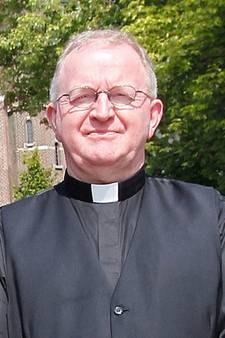 Omstreden pastoor Van Roosmalen uit Reusel neemt ontslag