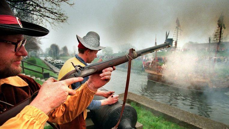 In 1998 werd de slag om Den Briel nagespeeld. De geuzen die de stad innamen voerden toen voor het eerst de prinsenvlag. Beeld