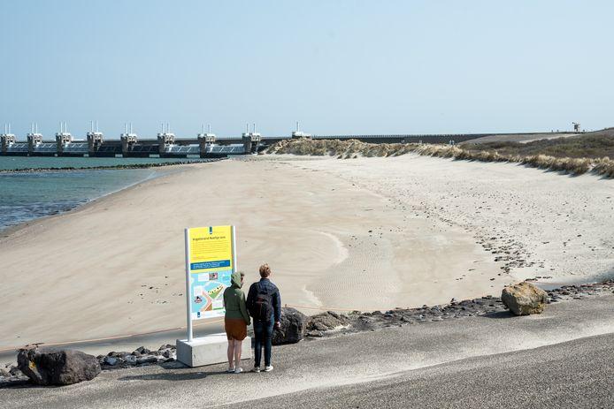 Het vogelstrand dat Rijkswaterstaat heeft aangelegd bij Neeltje Jans