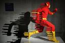 Het Lego kunstwerk 'Flash Forward' van de Amerikaanse kunstenaar Nathan Sawaya is samen met nog 120 andere creaties te zien op een tentoonstelling in Palazzo degli Esami in Rome. Foto Alessandro di Meo