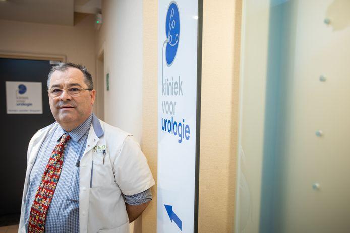 Diensthoofd urologie van het Jessa Ziekenhuis Koen van Renterghem zal binnenkort in 'Topdokters' te zien zijn.