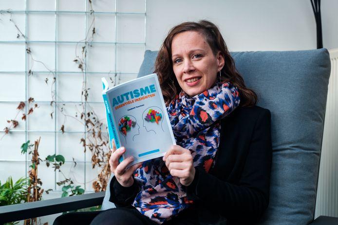 Liesbeth Toorman schreef het boek 'Autisme: Essentiële Inzichten'.