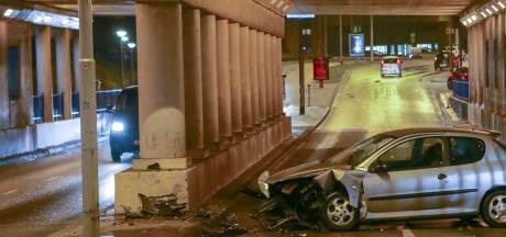 Automobilist gewond na botsing in tunnel Eindhoven