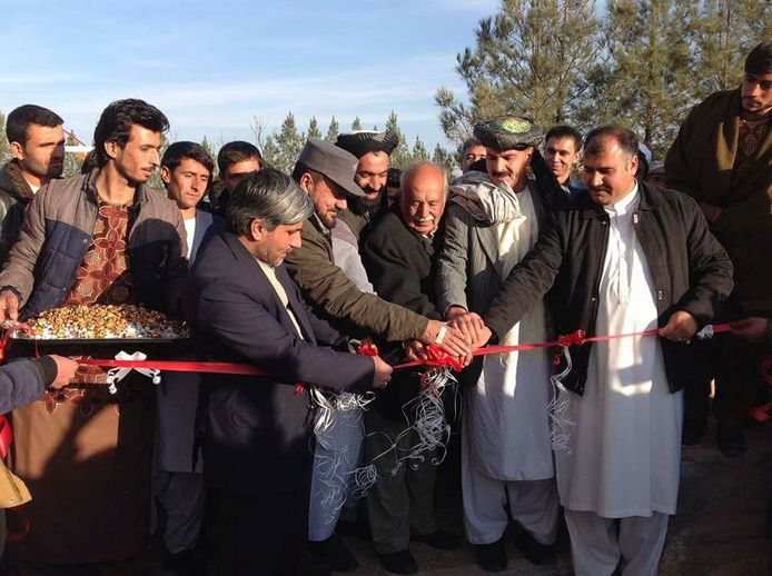 Sultan Ahmad Fayaz (midden) reisde in 2018 vanuit Hilvarenbeek naar Herat in Afghanistan om daar de naar hem vernoemde school te openen.