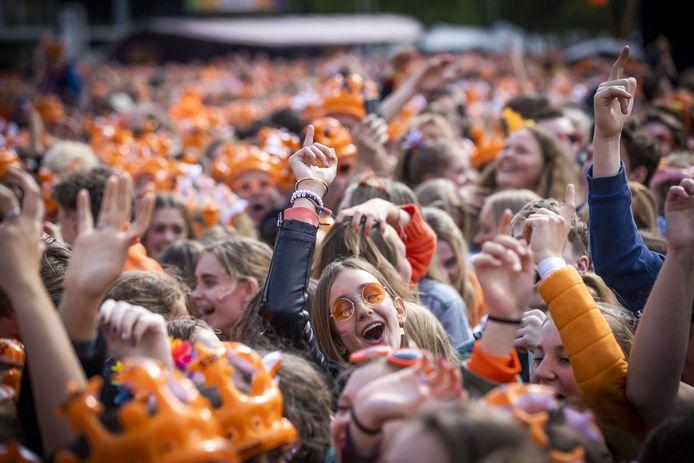 Een feestende massa tijdens een eerdere editie van 538 Koningsdag in Breda.