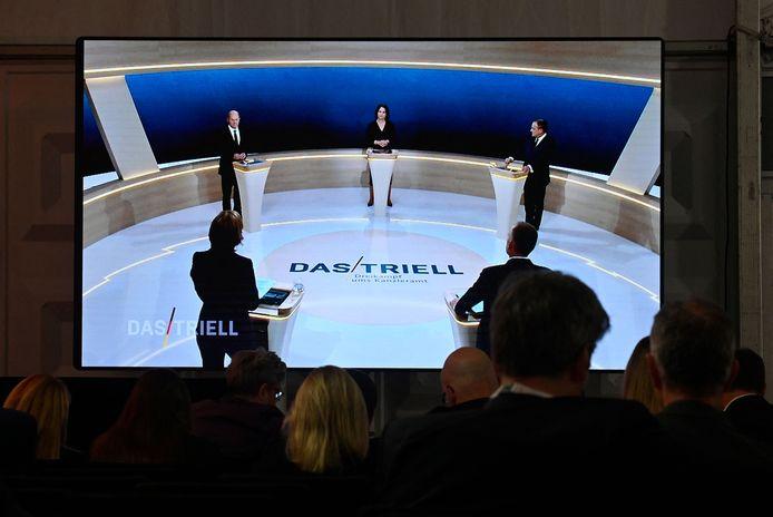 De drie kandidaten tijdens het Triell, de Duitse variant op een duel waar twee partijen met elkaar strijden.