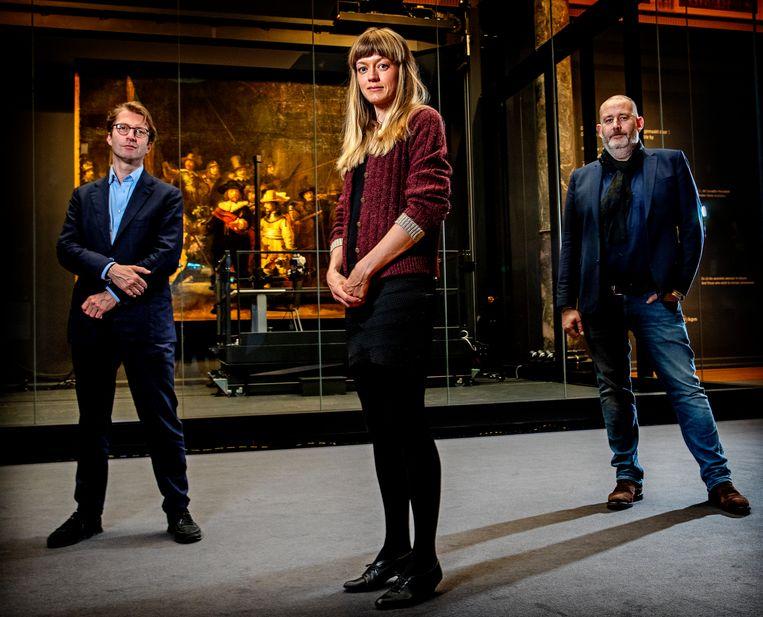 V.l.n.r.: directeur van het Rijksmuseum Taco Dibbits, kunstenaar Lisa Wiersma en producent Marc Pos. Beeld Pim Ras Fotografie