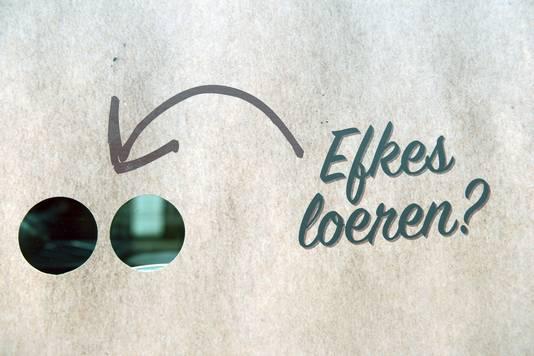 """Kijkgaten voor de werken aan het opnamehuis van jeroen meus voor """"Dagelijkse Kost"""" in Leuven (tekst Bart)"""