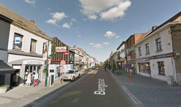 HEIST-OP-DEN-BERG - De apotheek in de Bergstraat in Heist-op-den-Berg