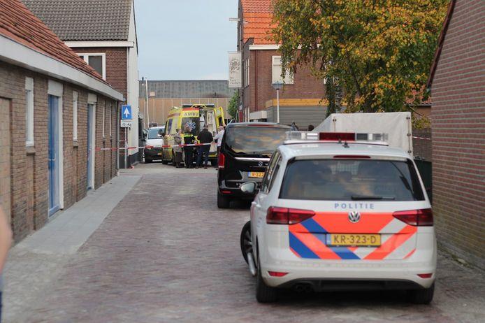 De hulpdiensten zijn vanavond uitgerukt voor een ernstig ongeval aan de Fabrieksstraat in Genemuiden.