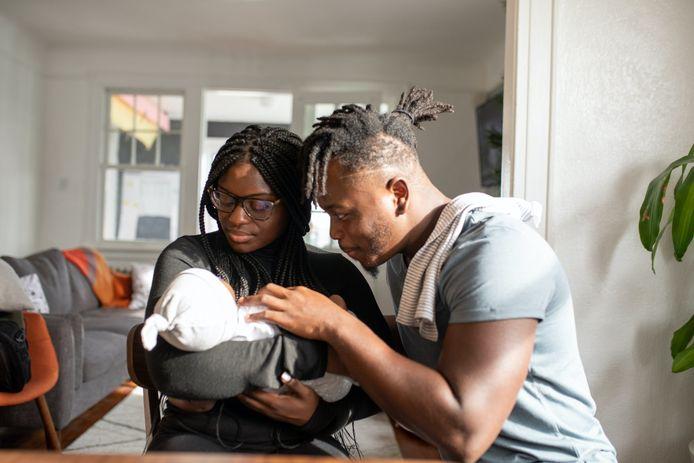 De wet wordt gewijzigd; partners kunnen na de geboorte van hun kind negen weken extra gedeeltelijk betaald ouderschapsverlof opnemen.
