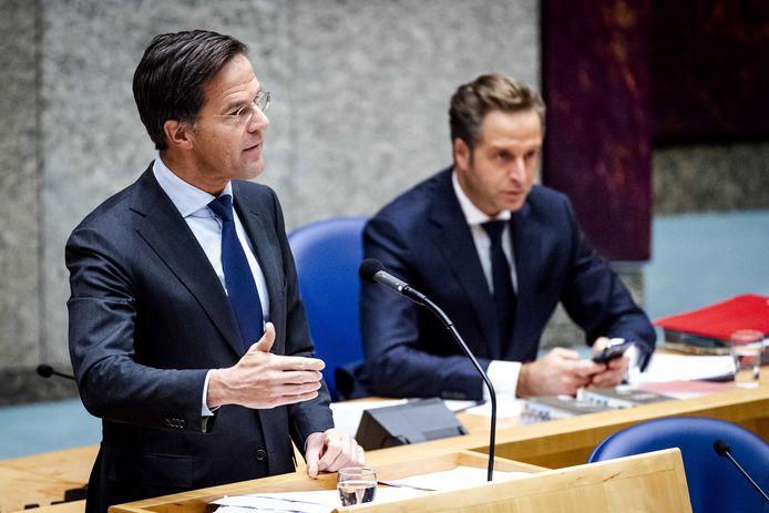 Premier Mark Rutte en minister Hugo de Jonge tijdens het debat over de ontwikkelingen rondom het coronavirus.