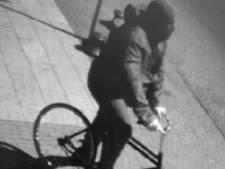 Vadsige juwelendief op aparte fiets maakt in drie minuten tijd bijna twee ton buit bij juwelier in Lelystad